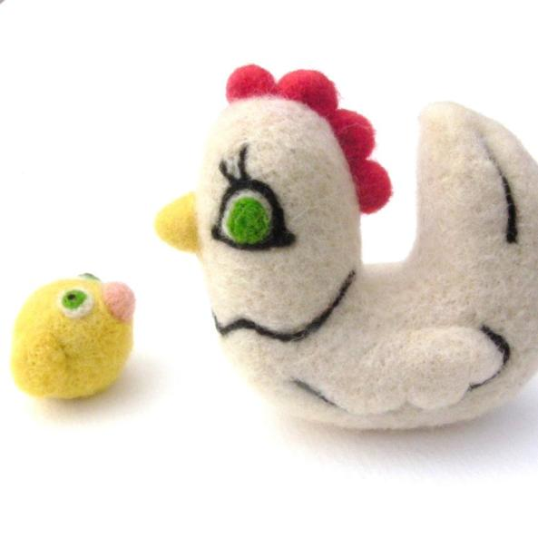 needle felted hen with chick